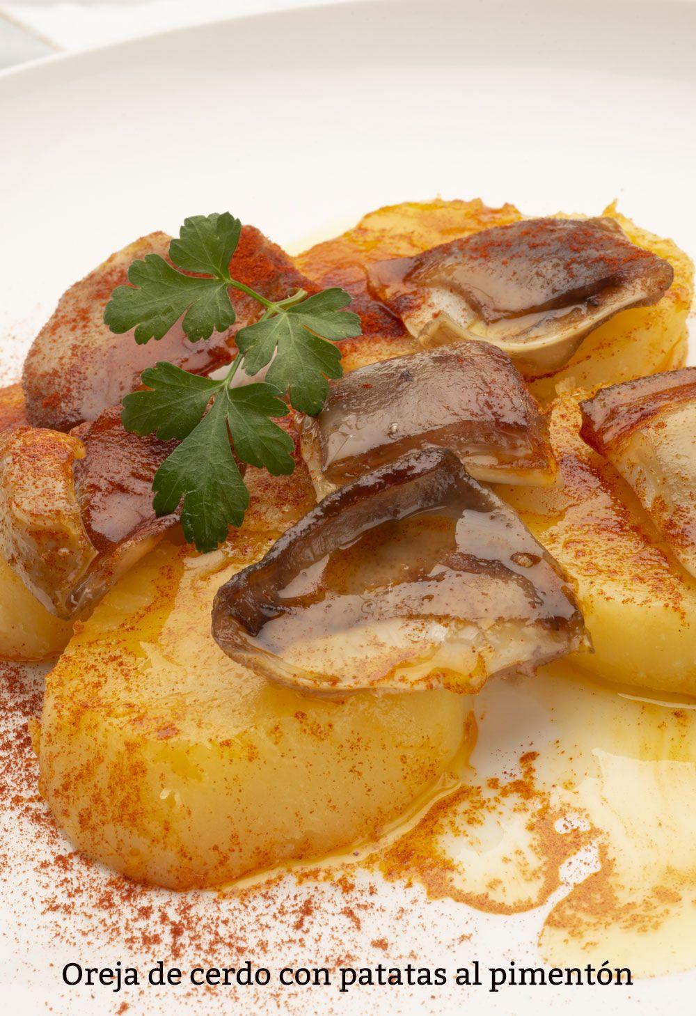 Receta de Oreja de cerdo con patatas al pimentón